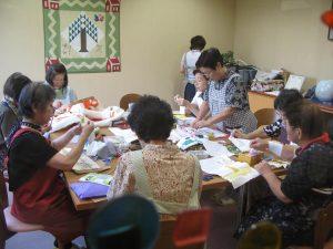 ハウス内の飾りを作る手芸ボランティア